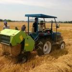 Máy cuốn rơm giúp nâng cao giá trị cây lúa