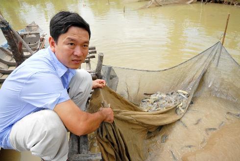 Làm giàu từ mô hình nuôi cá chạch bùn - nh 1 anh thsi bon ao nui cs ch ch bc2b7n chu n b thu ho ch bsn100443722 jpg